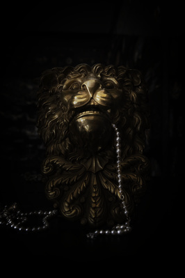 Second Floor Lion with Pearls, 2014