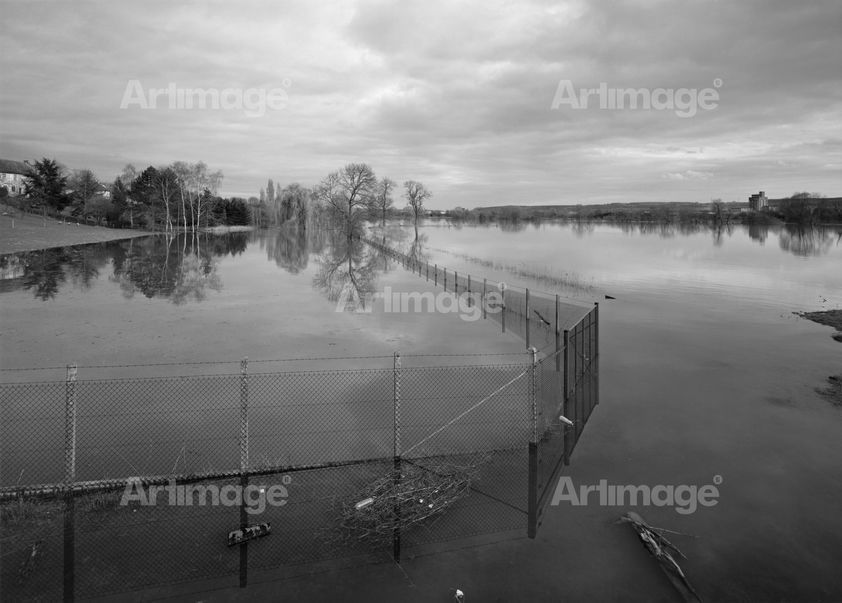 "alt=""Flooding, River Seine, Normandy, France, 2001"""