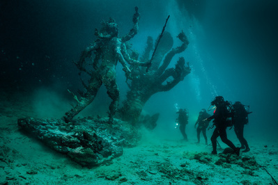 Hydra and Kali Discovered by Four Divers
