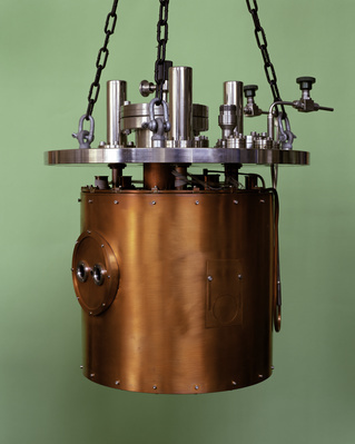 Low Temperature Cryostat, Deep Blue Series, 1997